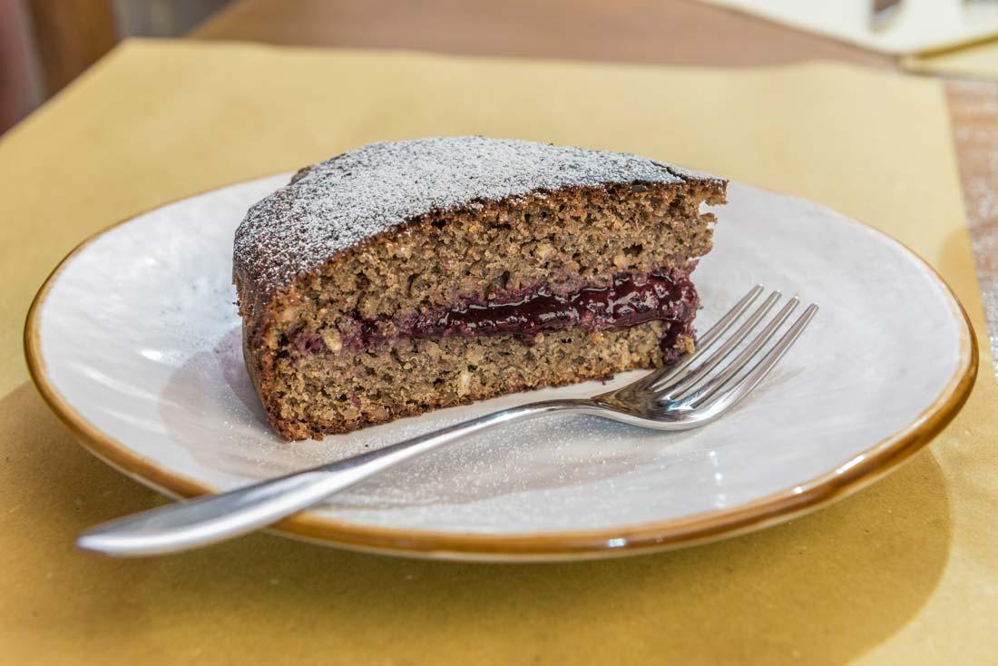 Torta fatta in casa sul lago di Como